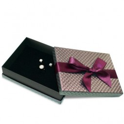 Caja de cartón para collar