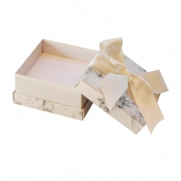 Caja para anillo, pendientes o cadena, Florencia Mármol blanca