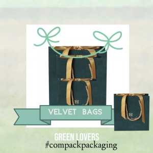 Velvet bags are the perfect complement for all the boxes in Aquamarine. Manufactured in paper recovered with suede are elegant, chick and stylish collection. . . #compackpackaging #compackpaperbags #compackbolsapapel #jewelrypackaging #jewelrypaperbags #bolsaspapeljoyeria #borsegioelli